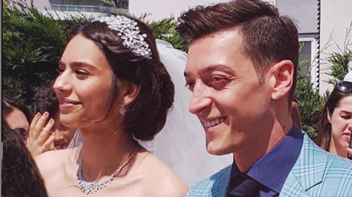 Mesut Oezil Harus Menari di Prosesi Pernikahannya