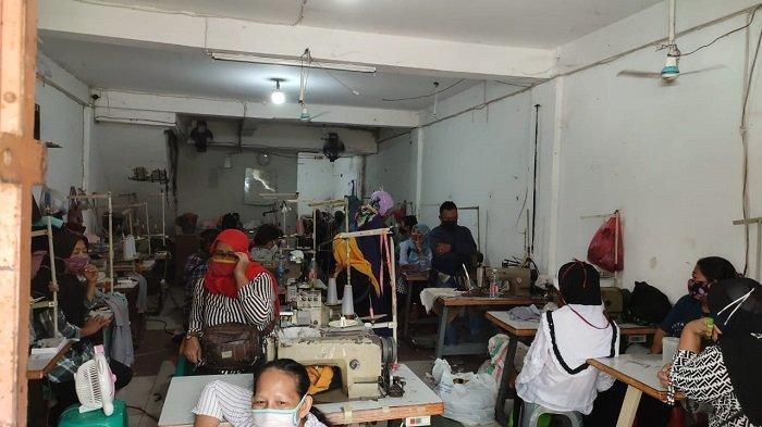 Langgar PPKM Darurat, Karyawan Pabrik Konveksi di Cilincing Sembunyi Saat Digerebek Polisi