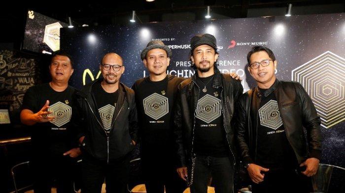 Padi Reborn meluncurkan single kedua sekaligus video klip dan film pendek Menanti Keajaiban yang didukung SuperMusic.ID di Brewekz Cafe, Senayan City, Jalan Asia Afrika, Senayan, Jakarta Pusat, Rabu (5/2/2020).