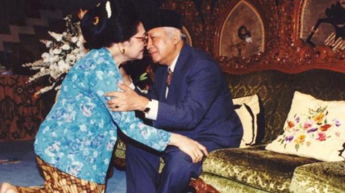Canda Mesra Penguasa Orde Baru, Ibu Tien Tertawa Geli Melihat Soeharto Pura-pura Tidur