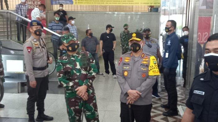 Pangdam Jaya dan Kapolda Metro Jaya Tinjau Pasar Tanah Abang Pantau Prokes