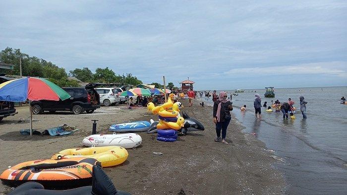 Libur Natal dan Tahun Baru, Pantai Samudra Baru Karawang Ramai Wisatawan