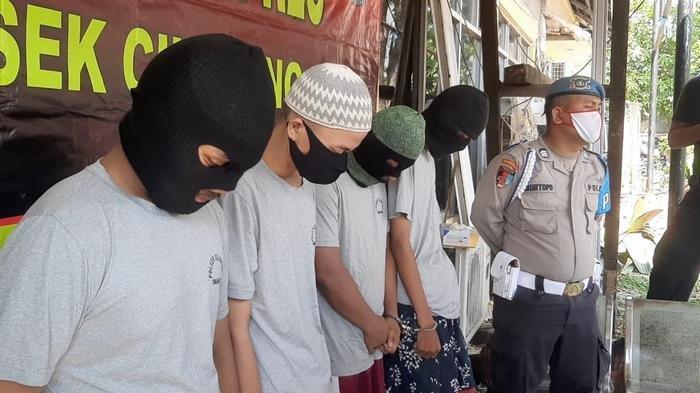 VIDEO: Bacok Buruh Hingga Tewas Gara-gara Knalpot, Empat Pemuda di Cilincing Ditangkap