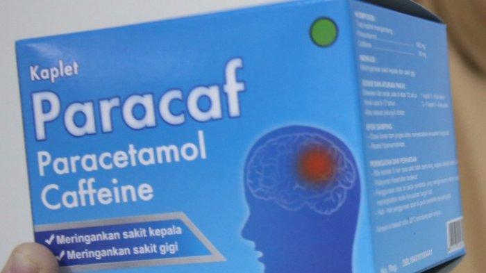 Seorang model menunjukkan obat sakit kepala Paracaf di Kawasan Balaraja, Tangerang, Banten, Kamis (24/9/2020).