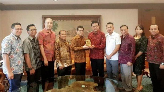 Tokoh Bali Temui Menparekraf Wishnutama Tanyakan Soal Destinasi Wisata Ramah Muslim