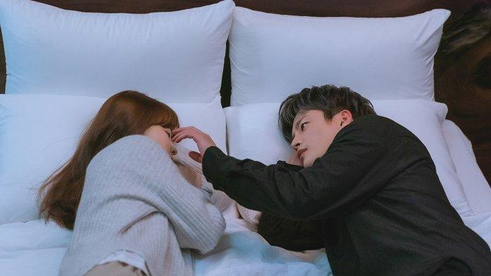 Park Bo Young dan Seo In Guk Tidur di Atas Satu Ranjang dalam Drama Korea Doom At Your Service