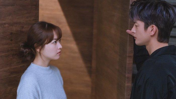 Adegan Park Bo Young dan Seo In Guk dalam drama Korea Doom at Your Service.