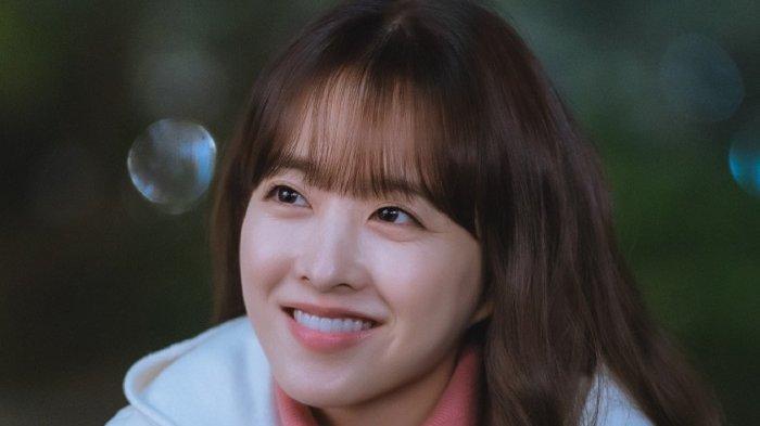 Aktris Park Bo Young dalam drama Korea Doom at Your Service