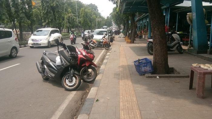 Razia Penyerobot Trotoar di Jakarta Pusat Digencarkan