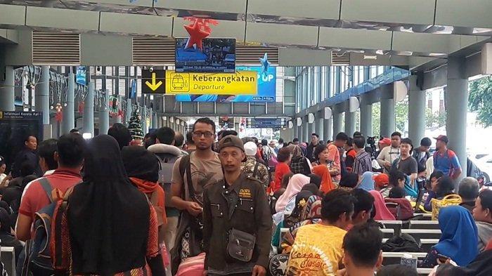 Ekonomi Jakarta Mulai Sulit, Masyarakat Colong Start Mudik Duluan Sebelum Dilarang, ODP Meningkat