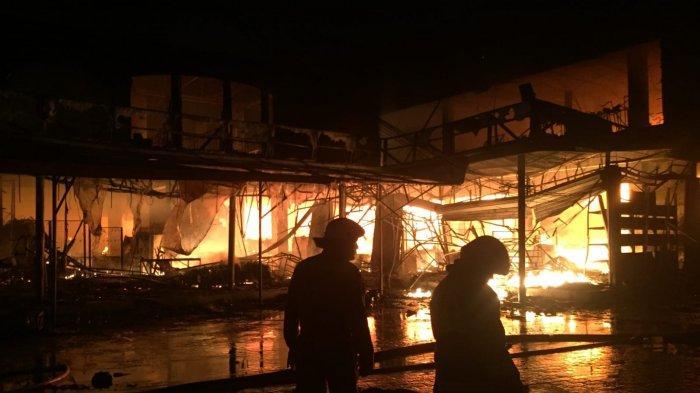 Kebakaran di Pasar Swalayan di Jalan Cilandak KKO, Merembet ke Bangunan Sekitar