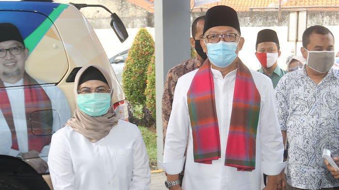 Paslon Pilkad Tangsel Siti Nur Azizah-Ruhamaben tiba di RSUD Kabupaten Tangerang, Selasa (8/9/2020)