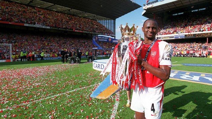 Patrick Vieira saat menjadi kapten tim Arsenal yang meraih gelar Liga Premier