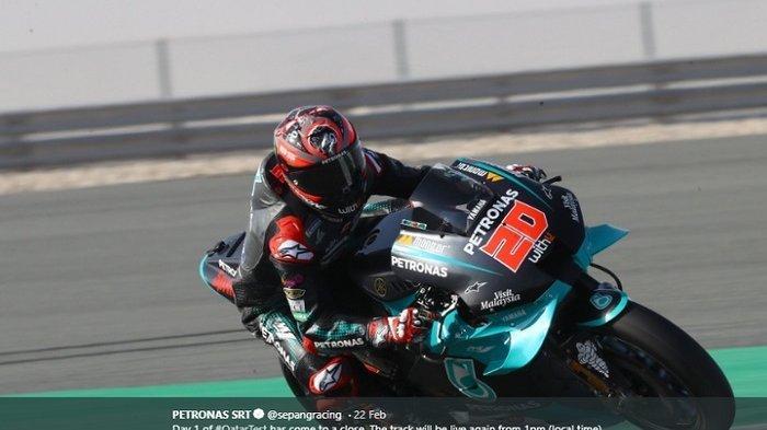 Pebalap Petronas Yamaha SRT, Fabio Quartararo, saat memacu kecepatan mencari catatan waktu terbaik di tes pramusim MotoGP 2020 Qatar, Sabtu (22/2/2020).