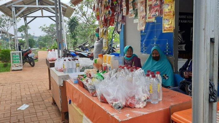 Sepi Peziarah, Pendapatan Pedagang Bunga di Pemakaman Wakaf Kedaung Tangsel Merosot Tajam