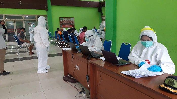 Cegah Wabah Virus Corona, Ratusan Pedagang Pasar Bunga Rawa Belong Jalani Tes Swab Massal Hari Ini