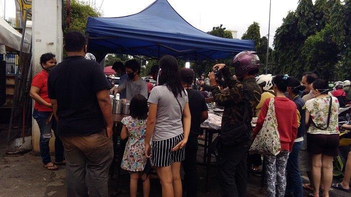 Jualan Takjil di Jalan Panjang Raya Mulai Bermunculan, Mayoritas Pembeli Abaikan Jarak Fisik