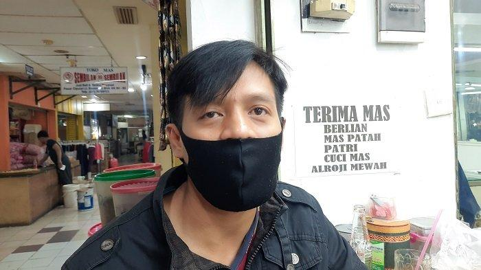 Dedi Agusmanto (36), pedagang emas Pasar Ciputat.
