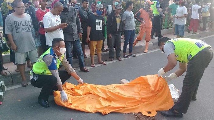 Perempuan Pakai Sendal Jepit Pink Tewas Ditabrak Motor di Jalan Pangeran Tubagus Angke