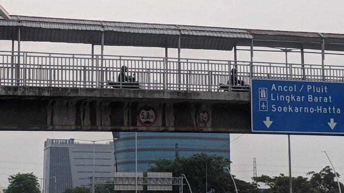 Banyak Dilintasi Pengendara Sepeda Motor, Pejalan Kaki Sarankan Dibikin Penghalang di JPO