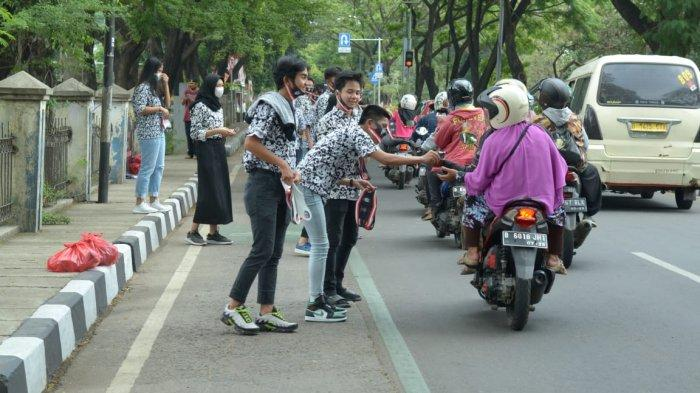 Gagal Jalan-jalan, Pelajar SMKN 2 Tangerang Pakai Uang Tabungan buat Bagikan Masker dan Sembako