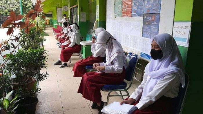 Pelajar di Ciracas Tidak Bisa Ikut Vaksinasi Covid-19 Gara-gara Tak Dapat Izin Orangtua