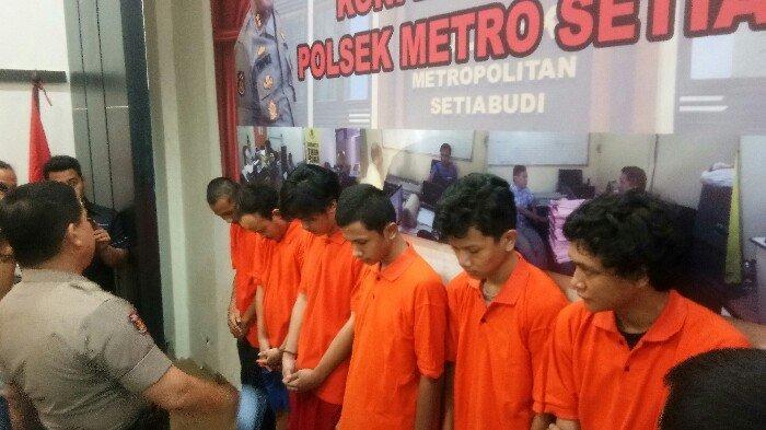Polisi Tangkap Empat Pelaku Pengeroyokan di Pasar Rumput