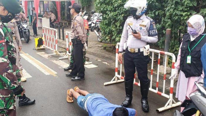 Pelanggar PSBB Kabupaten Tangerang karena tak pakai masker di check point Cikupa, Minggu (3/5/2020)