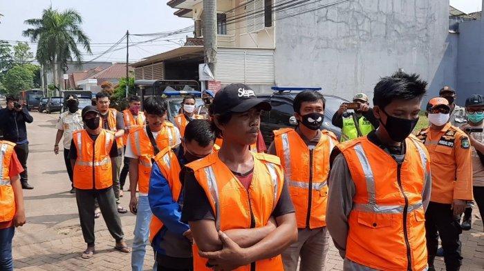 Para pelanggar PSBB Kota Tangsel di kawasan Nusa Loka, Serpong, Tangsel.
