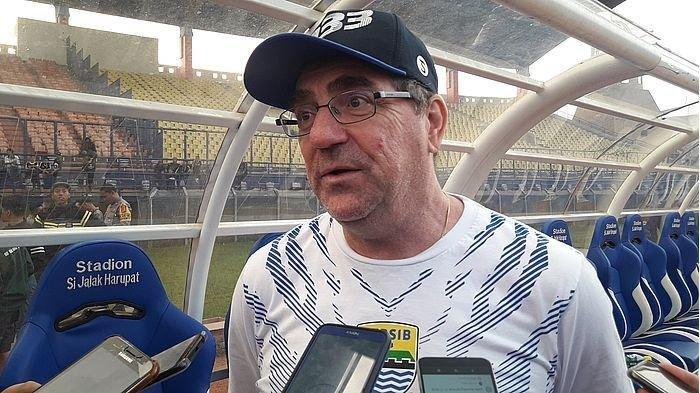 Robert Alberts Sebut Timnya Lambat Saat Transisi dari Bertahan ke Menyerang Saat Lawan PS Tira