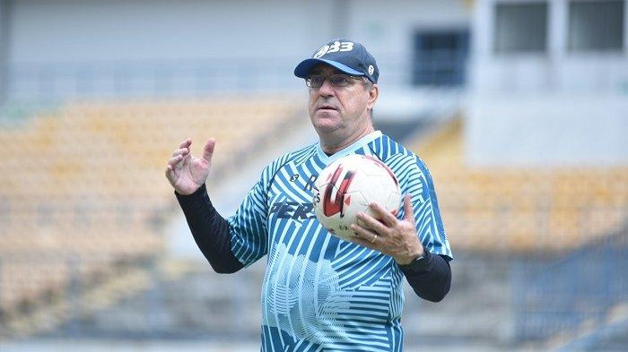Targetkan Gelar Juara Liga 1 2021, Coach Robert Rene Alberts Membangun Kedalaman Skuad Maung Bandung