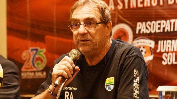 Robert Alberts: Uji Coba Lawan Persis Solo dan PSS Sleman adalah Laga Penting untuk Persib Bandung