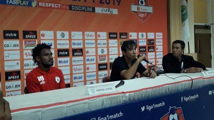 Kalah Telak 0-3 dari Persib, Ini Komentar Pelatih Persipura Jayapura Luciano Leandro