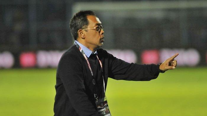 Peramal Kartu Tarot Ungkap Keberuntungan Aji Santoso dan Persebaya Surabaya di Liga 1 2020.