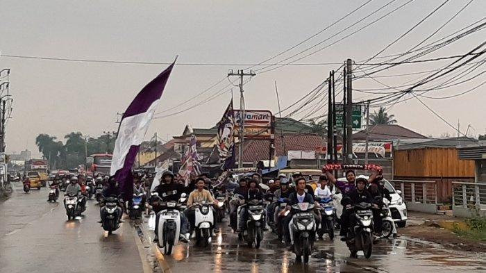 BREAKING NEWS: Lolos Liga 1, Pendukung Persita Banjiri Jalan Tangerang