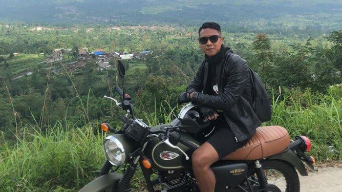 Cerita Gustur Cahyo Putro Tentang Pengalamannya Mengendarai Motor Retro