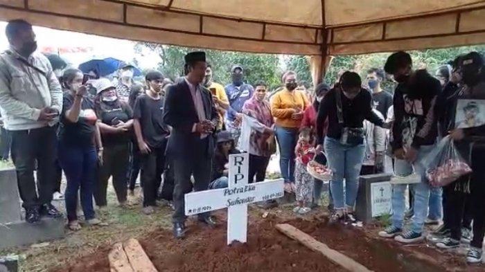 Jenazah korban tewas dalam kebakaran di Lapas Kelas 1 Tangerang, Banten, Petra Eka yang dimakamkan hari ini Selasa (14/9/2021) pukul 13.00 WIB