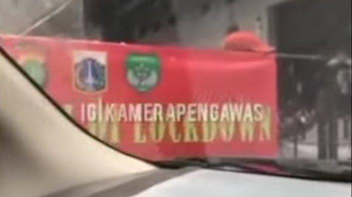 Viral video di media sosial memperlihatkan di masa PPKM mikro lockdown dijadikan sebagai ajang pungutan liar, Kamis (1/7/2021) di Kebon Jeruk, Jakarta Barat.