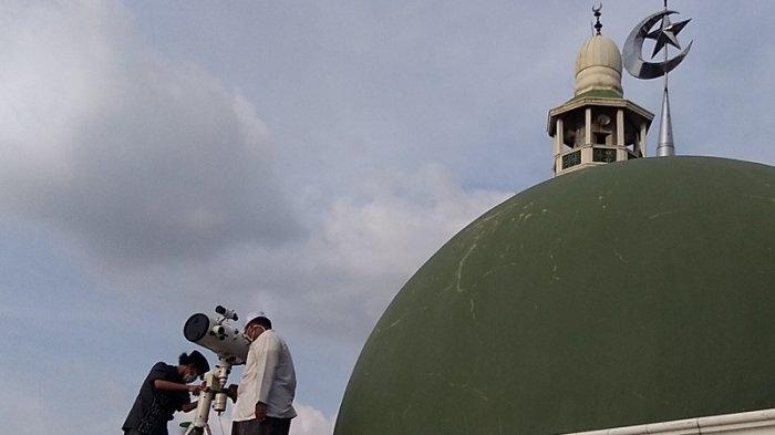 VIDEO: Cuaca Mendung, Hilal di Masjid Al Musar'in Tidak Terlihat