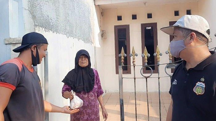 Masjid Raya Al Kautsar Villa Dago Pamulang Bagikan Daging Hewan Kurban Door to Door