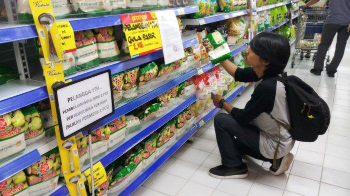 VIDEO: Atasi Panic Buying, Pusat Perbelanjaan Berlakukan Pembatasan Pembelian Beras dan Gula