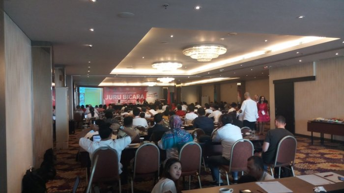 PDIP Jalin Komunikasi Dengan Ahok Lewat  Djarot Soal Timses Jokowi