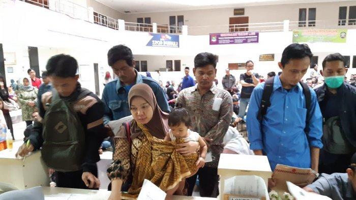 Pembuatan Dokumen Kependudukan di Tangerang Membeludak, Disdukcapil Buka Layanan WhatsApp