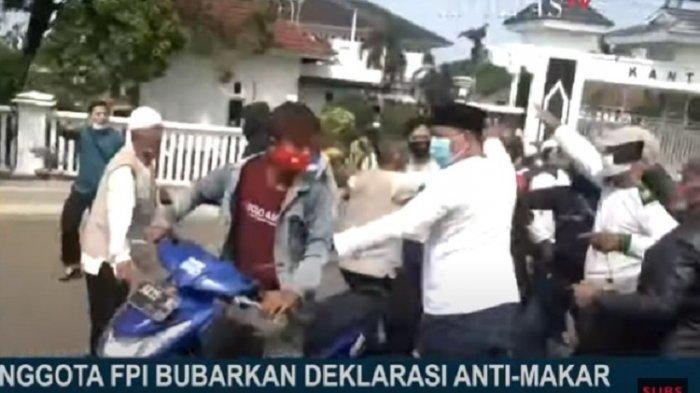 Pembubaran aksi deklarasi Anti Makar oleh FPI Karawang karena dianggap memfitnah Habib Rizieq Shihab