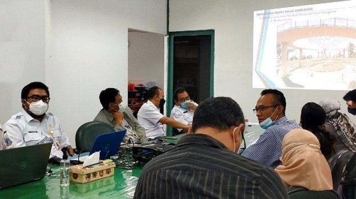 Pemerintah Kabupaten Kepulauan Seribu dan PT Paramitra 1000 Wisata menggelar rapat di Gedung Mitra Praja Sunter, Rabu (28/4/2021). Rapat ini mengenai rencana menjadikan wilayah Kepulauan Seribu masuk di 10 destinasi wisata unggulan Indonesia dengan menjadikannya Kawasan Starategis Pariwisata Nasional (KSPN).