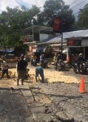 Jalan Raya Curug Nangka yang rusak parah dan dibiarkan bertahun-tahun akhirnya diperbaiki Pemkab Bogor.