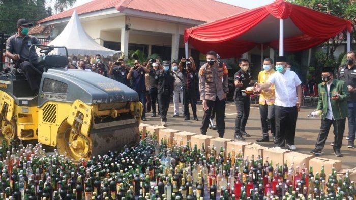 Bulan Suci Ramadan, Tiga Pilar Kota Bekasi Musnahkan Belasan Ribu Botol Miras & Obat Terlarang
