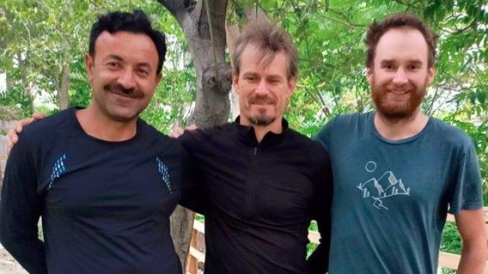 Tiga pendaki yang terjebak di Gunung Rakaposhi (7.788m), Pakistan.