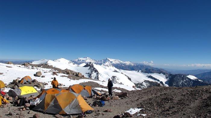 Sepuluh Tahun Pendakian Gunung Aconcagua (4): Semakin Tinggi Angin Semakin Kencang dan Menyeramkan