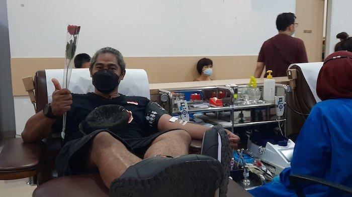 Sambut Hari Donor Darah Sedunia, PMI DKI Jakarta Beri Mawar untuk Para Pendonor